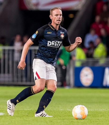Willem II-middenvelder Elmo Lieftink zit even in het gips