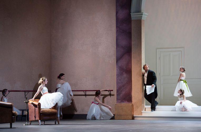Loy plaatst 'Tannhäuser' in een groots decor van een exclusieve herenclub. Beeld monika rittershaus