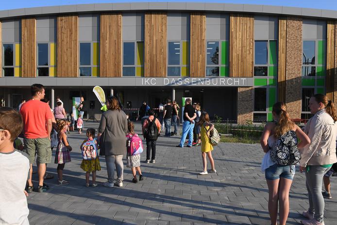 De vorig jaar geopende nieuwe school IKC Dassenburcht in de Cuijkse wijk Padbroek.