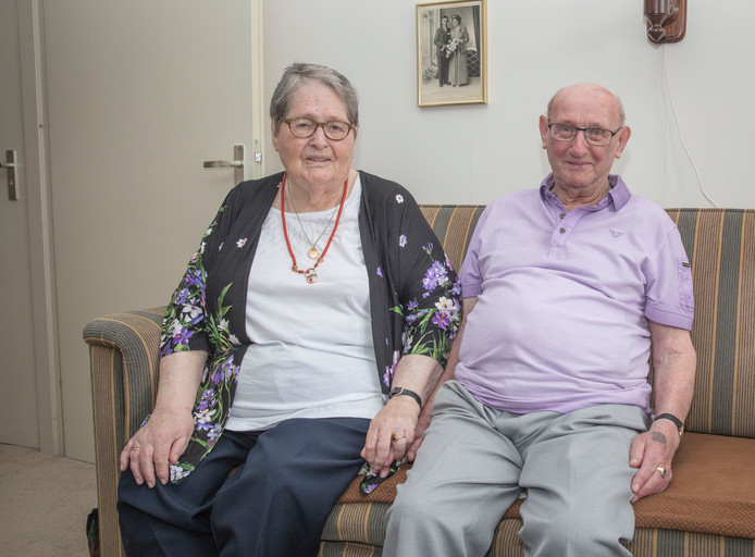 Ploon en Piet Hoogesteger-Cevaal: na 65  jaar huwelijk nog altijd gelukkig samen.