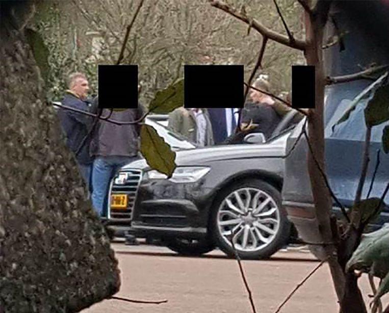 Beeld van het ministerie van defensie van de vier vermeende Russische spionnen op de parkeerplaats bij het OPCW.  Beeld AFP