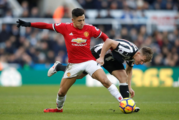 "Soccer Football - Premier League - Newcastle United vs Manchester United - St James' Park, Newcastle, Britain - February 11, 2018   Manchester Unitedâęs Alexis Sanchez in action with Newcastle United's Matt Ritchie    Action Images via Reuters/Carl Recine    EDITORIAL USE ONLY. No use with unauthorized audio, video, data, fixture lists, club/league logos or ""live"" services. Online in-match use limited to 75 images, no video emulation. No use in betting, games or single club/league/player publications.  Please contact your account representative for further details. © PHOTO NEWS / PICTURE NOT INCLUDED IN THE CONTRACTS  ! only BELGIUM !"