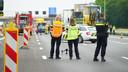 De verkeersongevallenanalyse doet met onder meer een drone onderzoek naar het dodelijke ongeluk op de A1 bij Holten.