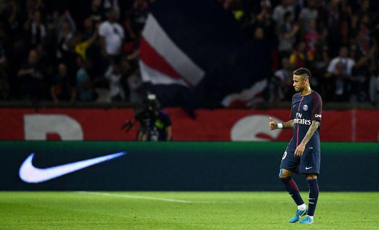 Neymar heeft naar zijn zin in de Ligue 1, en hij maakt zijn 222 miljoen euro tot nu toe meer dan waard. Bij PSG hopen ze dat het ook in Europees verband gaat lukken dit seizoen. Beeld afp