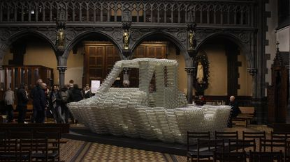Boot van 5.000 plastic flessen met hulp van Poverello