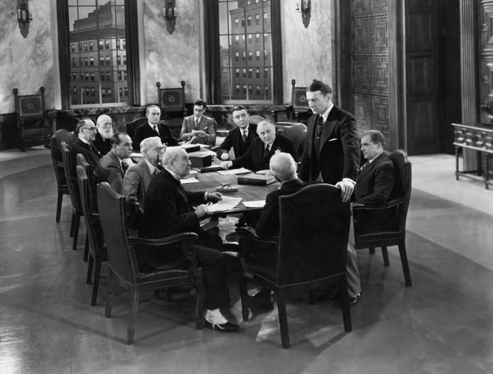 Aan bestuursleden van de 350 grootste Britse bedrijven werd gevraagd waarom er niet meer vrouwen in topfuncties te vinden waren. 'Alle 'goede' vrouwen zijn al weggekaapt.'