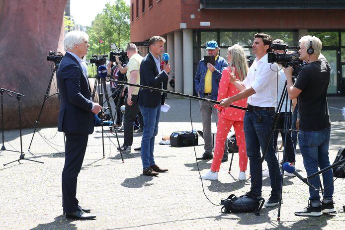 Dolf Segaar, advocaat van De Graafschap en SC Cambuur, staat na het kort geding de media te woord.