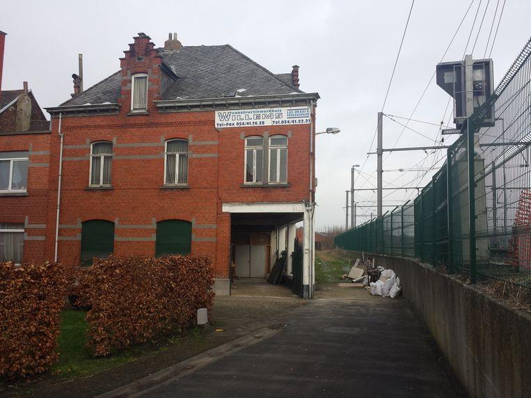 In deze oude magazijnen in de Ezelsberg waren plannen om een gebedshuis te maken.