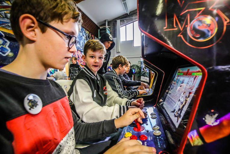 Ook oudere games, zoals Mortal Combat, kunnen de jongeren bekoren.