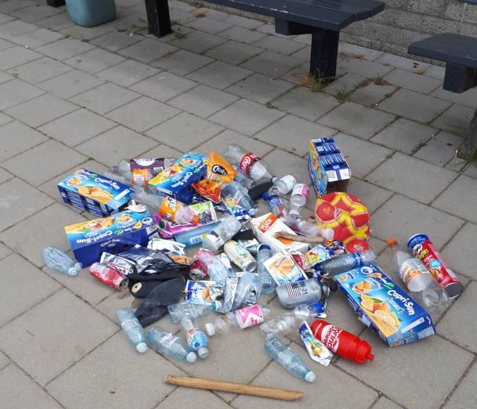 Een klein deel van alle troep die na de paasdagen door de vrijwilligers werd opgeruimd.