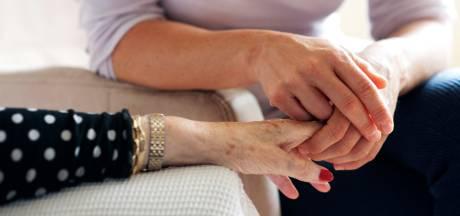 Zwijndrecht bezuinigt fors op cadeau voor 'onmisbare mantelzorgers'