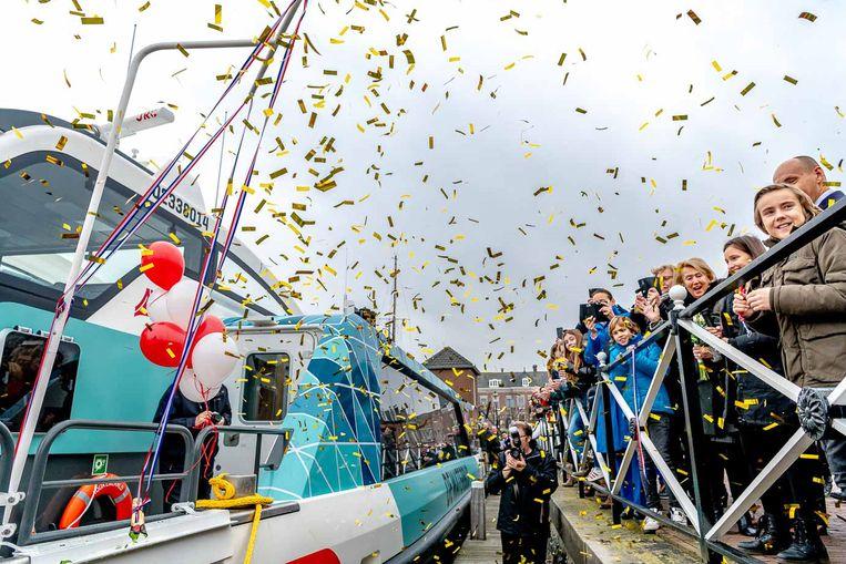 In het Nederlandse Willemstad werden twee nieuwe waterbussen officieel gedoopt.