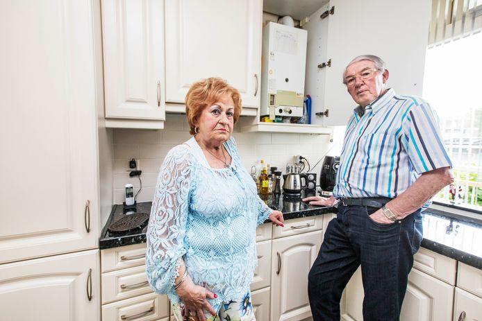 """Paula en Wiggert Sackman zien het niet zitten dat hun huis, dat ze recentelijk lieten opknappen, straks overhoop ligt om duurzame maatregelen toe te passen. ,,Waarom beginnen ze uitgerekend bij ons?"""""""