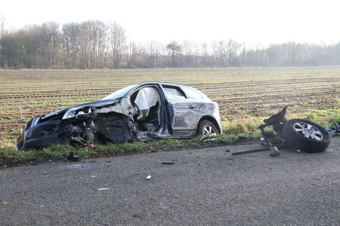 Bij een frontale botsing in Lemelerveld zijn twee gewonden gevallen.