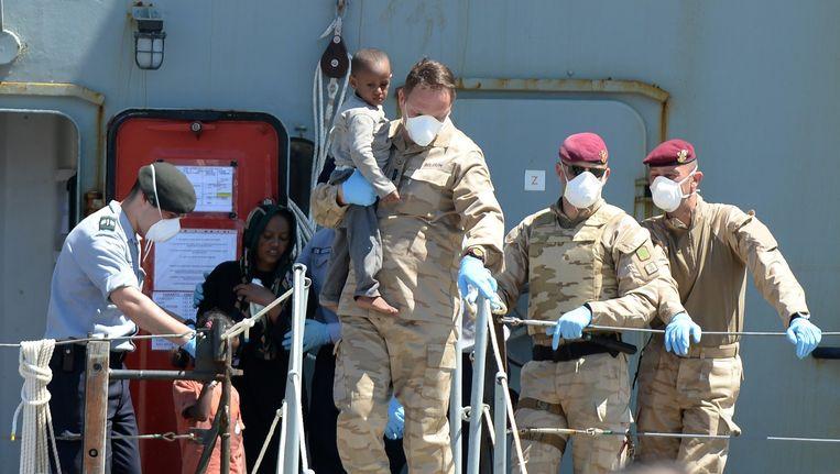 Afgelopen vrijdag redde de Godetia al 203 vluchtelingen nadat hun boot in de problemen raakte. Zij werden naar de haven van het Italiaanse Crotone (in Calabrië) gebracht.