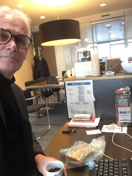 Wethouder Kees van Geffen (Oss) leeft met zijn gezin een week lang van 50 euro.