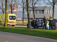 Auto's rijden op elkaar op  Bredaseweg in Etten-Leur