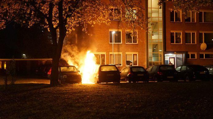De eerste autobrand van vannacht in de Havezatelaan.