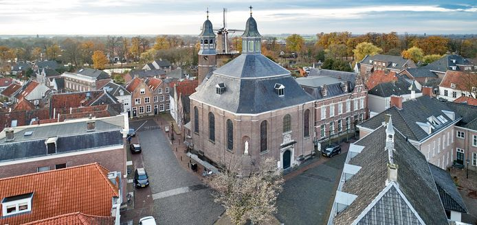 De Luciakerk in Ravenstein is al jaren dicht vanwege instortingsgevaar van het plafond.
