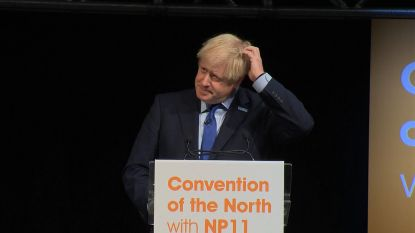 """Boris Johnson onderbroken door relschopper: """"Ga terug naar het parlement!"""""""