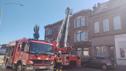 Brandweer blust dakbrandje na roofingwerken