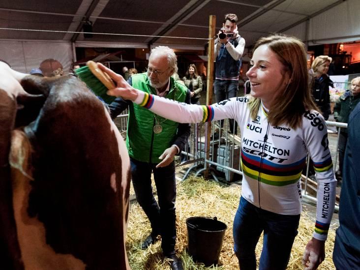 Wielerkampioen Annemiek van Vleuten: 'Koeien wassen is niet nieuw voor mij'