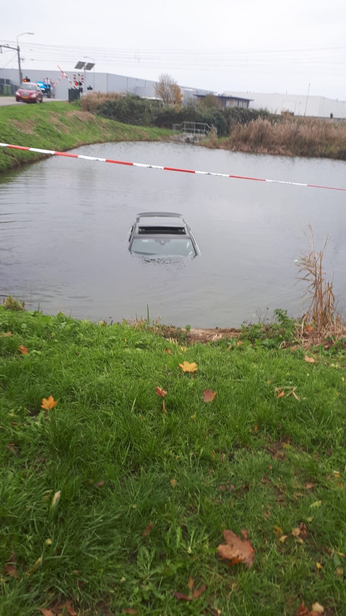 De auto te water