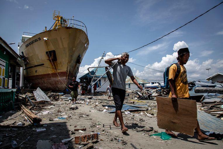 Een aangespoeld schip in Donggala. Beeld Ulet Ifansasti/Getty Images
