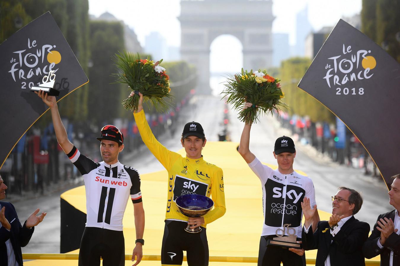 Het Tourpodium van 2018: Winnaar Geraint Thomas wordt geflankeerd door Tom Dumoulin (l) en Chris Froome (r).