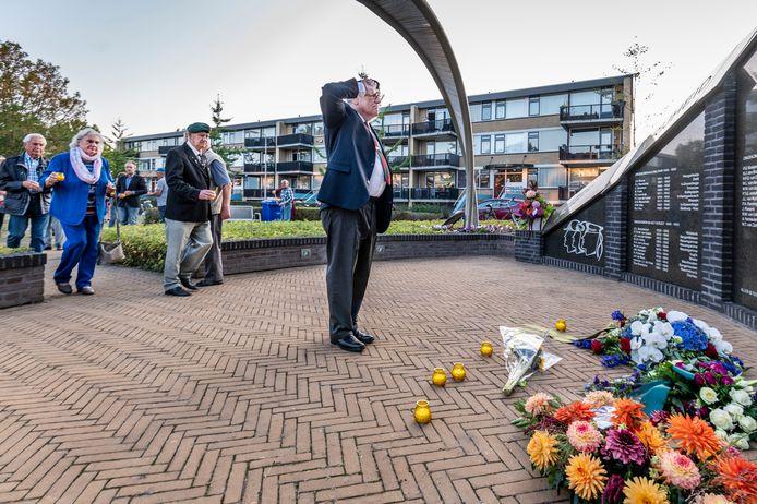 Bij het monument Vrede, Vrijheid & Verdraagzaamheid, Professor Ragoutstraat te Oss wordt een herdenking gehouden voor de bevrijding van oss.