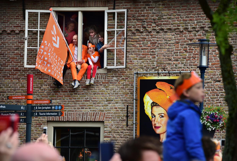 Oranje feestvierders in Amersfoort op Koningsdag. Beeld Marcel van den Bergh / de Volkskrant