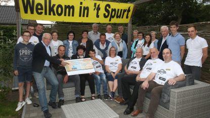 't Spurt geeft cheques aan goede doel na passage ronde van Vlaanderen