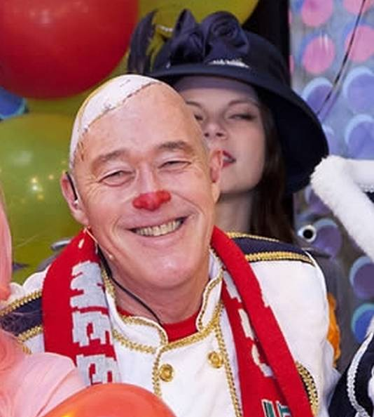 Ad Romijn met het karakteristieke spiegelei op zijn hoofd.