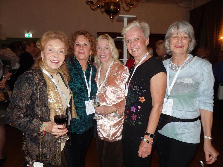 Bonnie Hare (51,5 jaar in de lucht), Tracy Maxwell (50,5 jaar) Madeline Durr (47,5), Renate van Kempema (51) en Carole Munn (47,5) Beeld Schuim