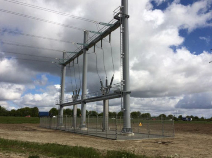 De kabels gaan straks onder de A27 door en komen pas ten oosten van de snelweg omhoog middels een zogeheten opstijgpunt.