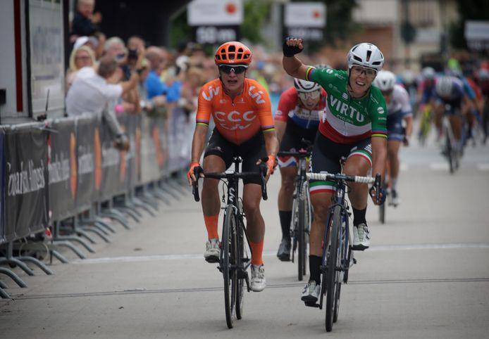 Marta Bastianelli Marta klopt Marianne Vos in een sprintje.