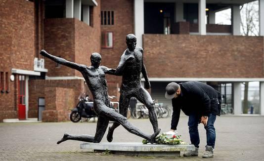 Het standbeeld van Johan Cruijff bij het Olympisch Stadion in Amsterdam.