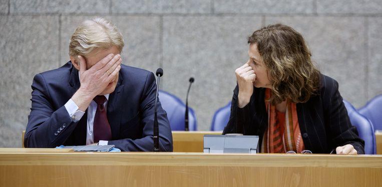 Staatssecretaris Martin van Rijn en minister Edith Schippers van Volksgezondheid in de Tweede Kamer. Beeld ANP
