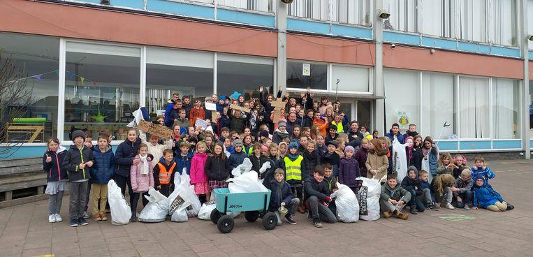 Kinderen van Heilige Familie gingen op pad om zwerfvuil te ruimen