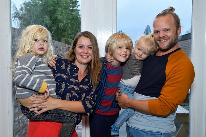 Via de stichting Rebel for a Cause hielpen Johnnie Drieënhuizen en Anne Marlijn Häuserer drie gezinnen die net als hun dochtertje Rebel (links) in Amerika een behandeling kregen voor een zeldzame ziekte.