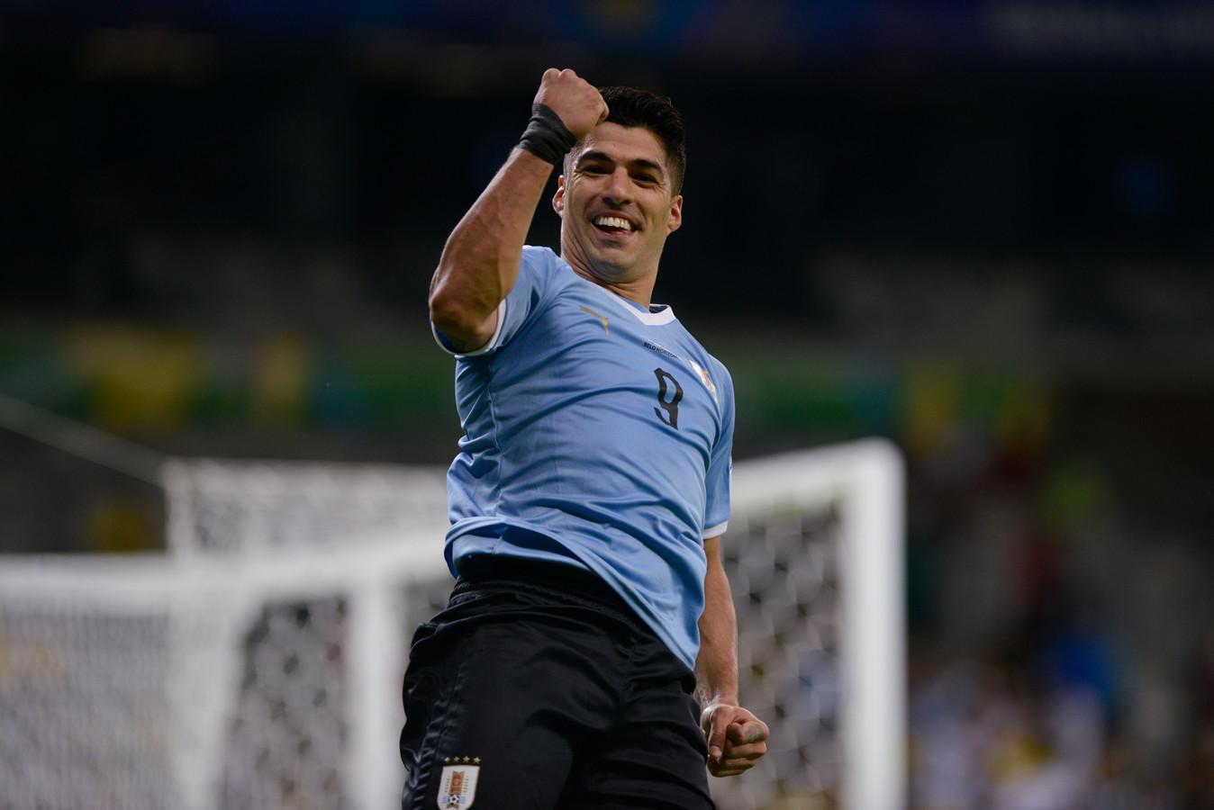 Luis Suarez viert zijn doelpunt tegen Ecuador.