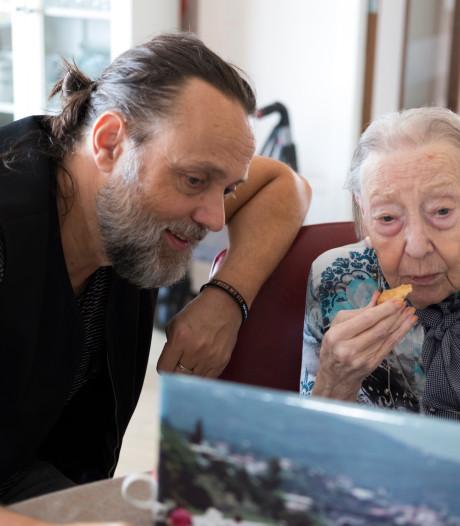 Hugo Borst praat over alzheimer in Bredevoort
