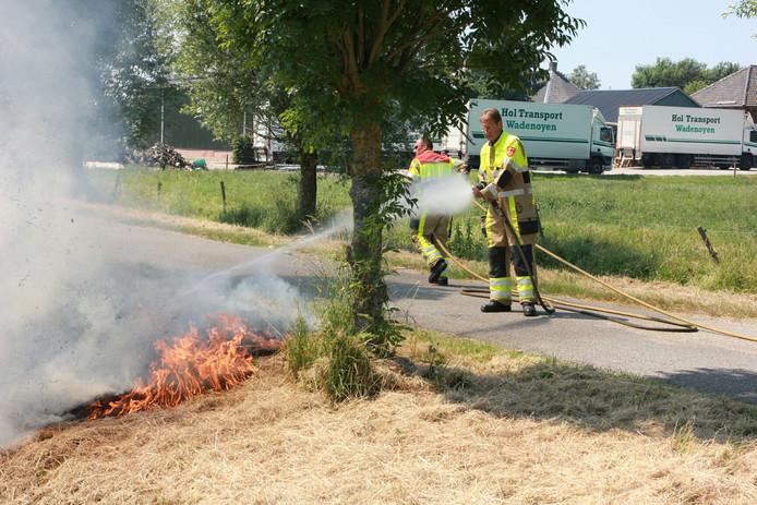 Een bermbrand in Wadenoijen, archieffoto ter illustratie.