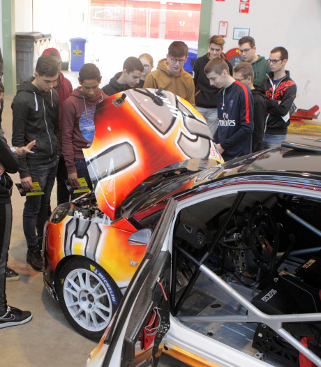 Studenten vergapen zich aan racemonster van profcoureur