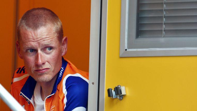 Wielrenner Michael Rasmussen in het hokje van de dopingcontrole Beeld ANP