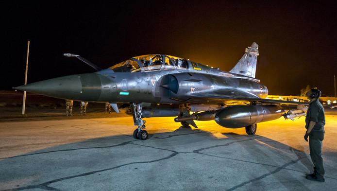 Een Frans gevechtsvliegtuig dat doelen van IS in Syrië bombardeert.