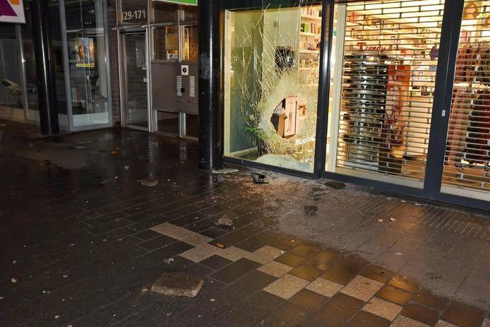 Inbraak bij parfumeriezaak in Tilburg.