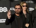 Ringo Starr met zijn vrouw Barbara Bach.