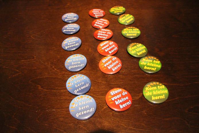 Badges om publiek bij voorbaat 'kleur te laten bekennen' rond enkele principes voor de kleine kernen.
