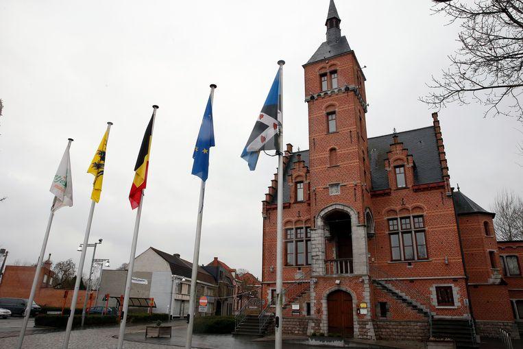 Het gemeentehuis van Lovendegem is te klein, en daarom komt er een nieuw Administratief en Cultureel Centrum, op maat van Lievegem.